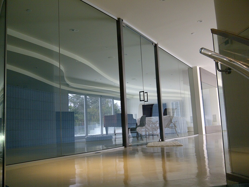 Glass walls vancouver glass walls company flat glass for Glass walls and doors