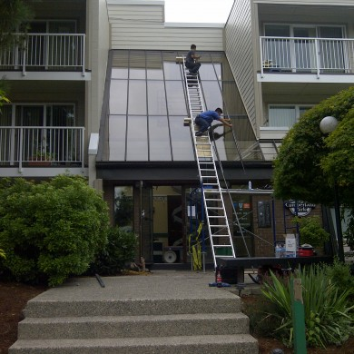 Replaced and installed entire Surrey apartment buiding entrance glass skylight that was foggy, leaky and broken. Fixed, repaired and installed brand new energy efficient double pane glass on existing t bar skylight system.