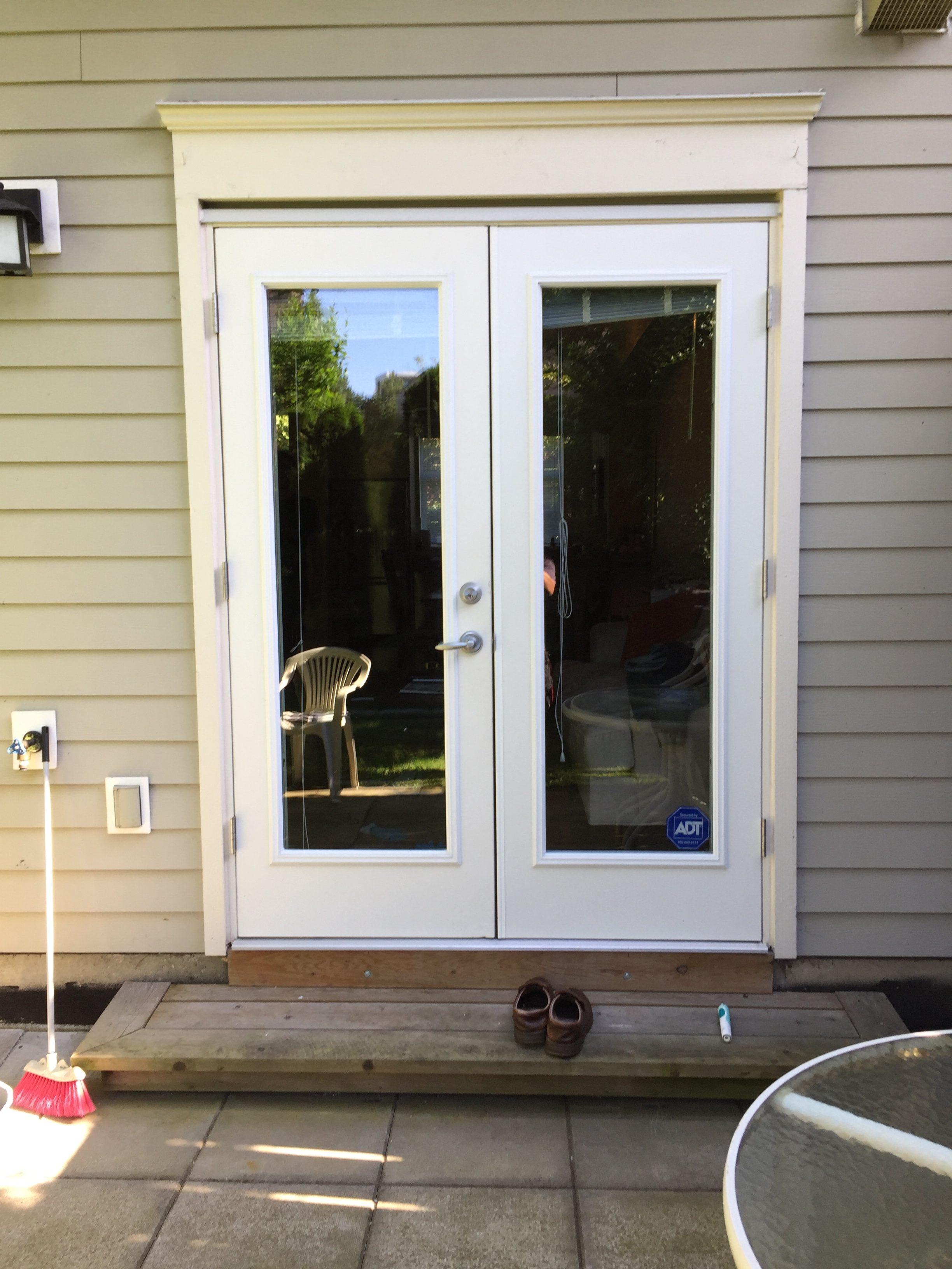 78162 left aluminum glass swinging door leaf has new glass