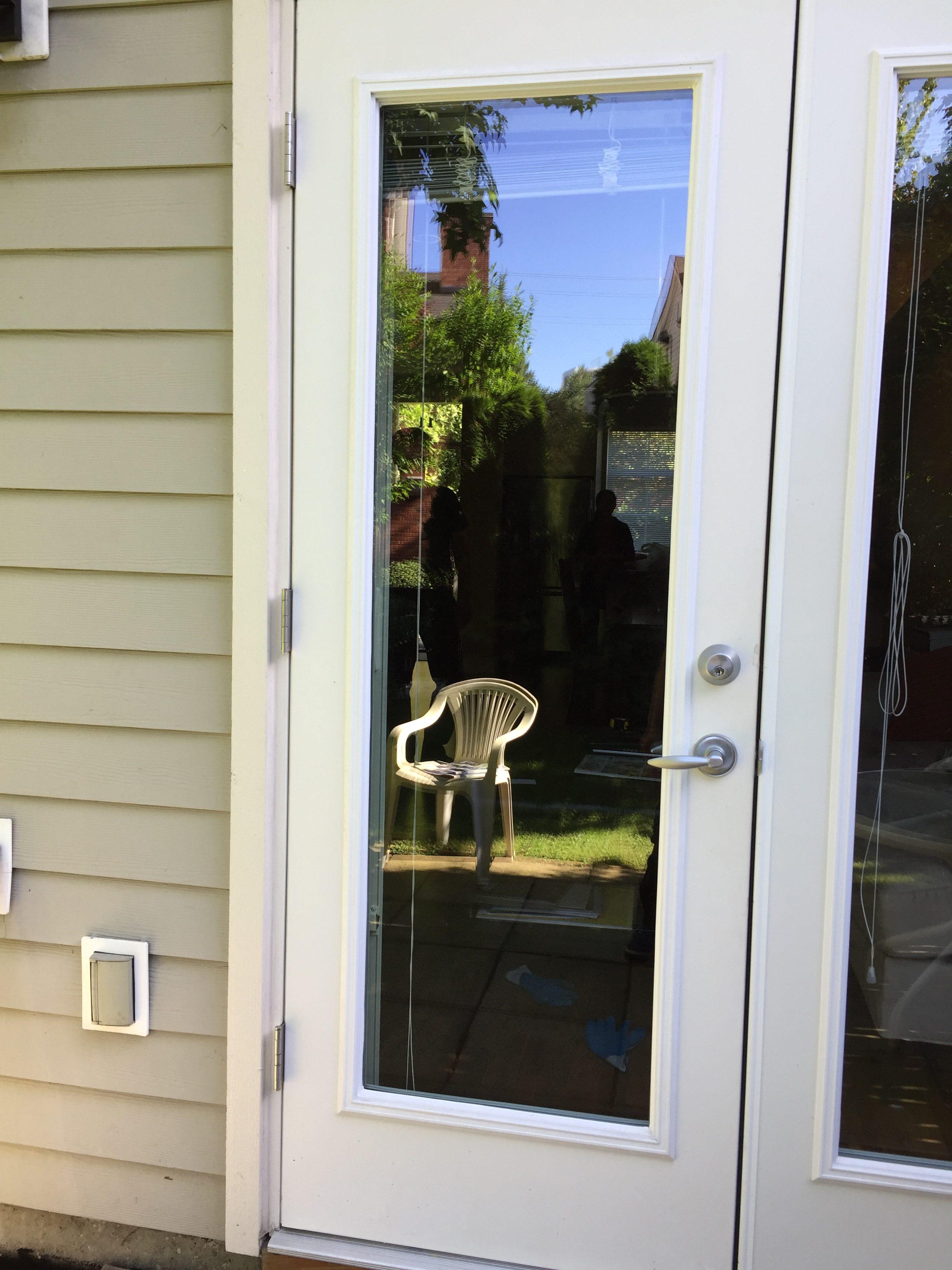 78163 left door leaf glass had been replaced